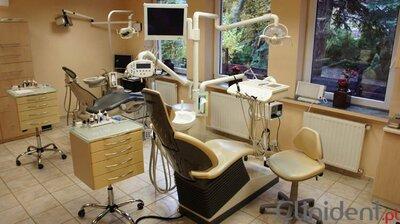 Nowe wyposażenie dentysty, dobry sprzęt gabinetu stomatologicznego