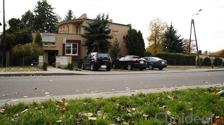 Parking Przychodnia Stomatologiczna, Klinika z parkingiem