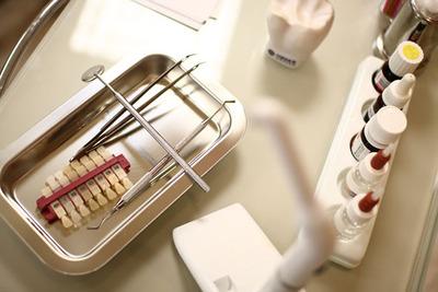 Estetycznie, ładnie, piękny uśmiech, białe zęby
